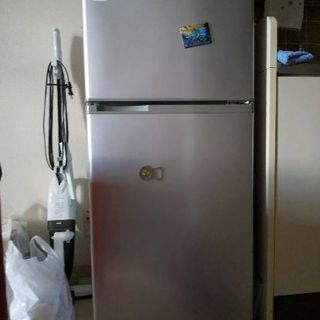 冷蔵庫差し上げます。