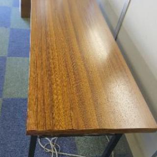 会議テーブル 4台あります。