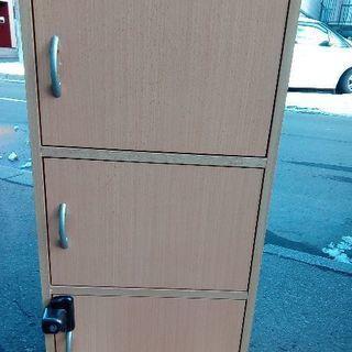 扉付きカラーボックス