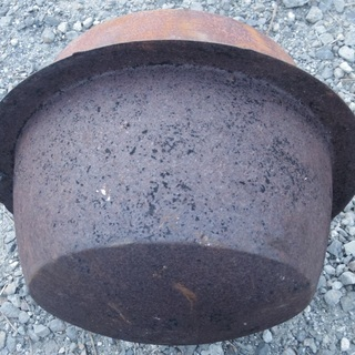 昔の 釜 かま  ドラム缶に収まります。