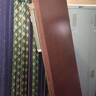 テーブル 扉 細い扉 カーテンレール ストーブ