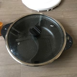 鍋  仕切りがある鍋です。