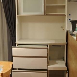 美品 ニトリ 食器棚 キッチンボード 白色 (アルミナ2 100...