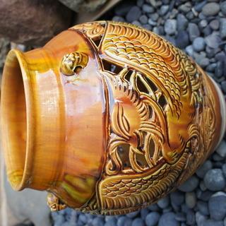 透かし彫りの壺