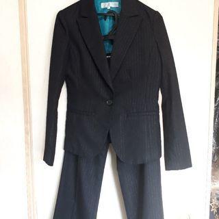 💴⤵️黒のレディーススーツ