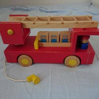 木の消防自動車♪