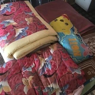 よりどりみどり!布団、毛布どれでも1枚300円!