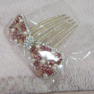 ピンクのリボン型髪飾り ビジュー、パール