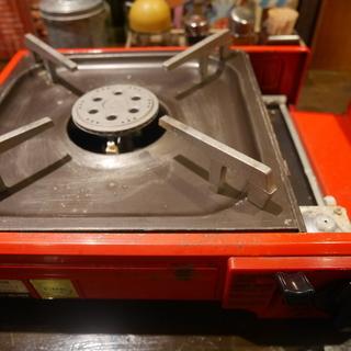 カセットコンロ 赤い 古い 状態悪いが使える。