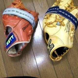 野球グローブ2つ