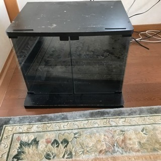 デッキを収納するテレビ台