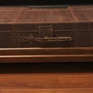 スペイン製アンティーク革トランクローテーブル  隠し収納付き
