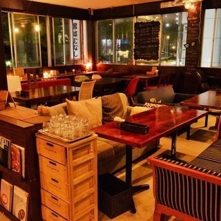 カフェ、バルでのオープニングスタッフ募集です!4月22日オープン!