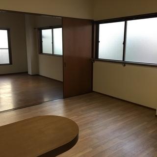 西川口駅徒歩5分の好立地。かなり広い60〜70㎡ほどの続きの部屋で...