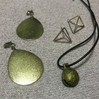 アクセサリー(イアリング、ネックレス、腕輪、指輪)