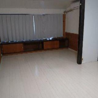 店舗の2階部分 3部屋 8畳4.5畳4畳