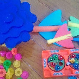 おもちゃ色々 ぐらぐらゲーム、魚釣りゲーム、スポンジ飛行機