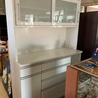 大きな 白い食器棚 キッチン収納 白