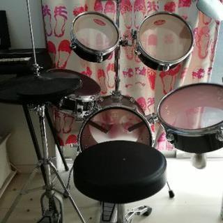 練習用ドラムセット、椅子、シンバル付