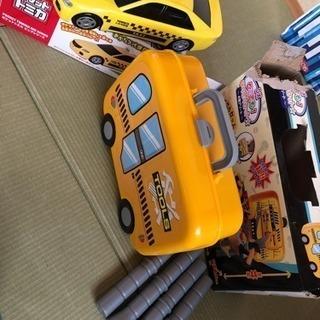 大工さんセットとトミカお片付けタクシー、ボーリング