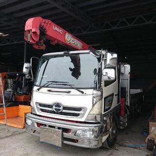 クレーン付きトラックで重量物の移動やクレーン作業をします。