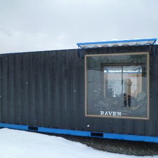 展示品20FT海上コンテナ・改造ガレージ、塗装、窓2か所設置済み