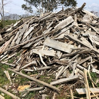 薪ストーブなどに家屋解体廃材差し上げます
