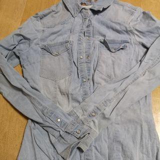 ストレッチデニムのシャツ