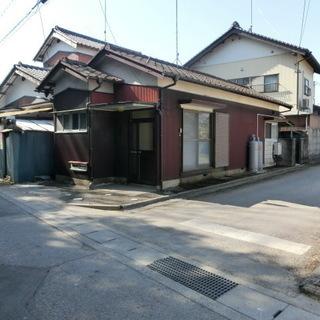 矢島貸家 // 人気の戸建てに空が出ました。平屋2Kで生活しやすいです。