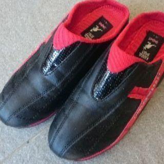 サンダル感覚の靴