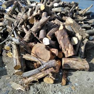 激安価格の薪の原木、近場無料配達!必ず返信!します!24時間受付...