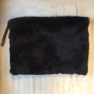 クラッチバッグ ファー 黒 カバン 鞄 レディース iPadケース