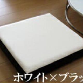 【2個セット】白×黒 国内一流PVCレザー【低反発レザークッション(座布団)】 − 東京都