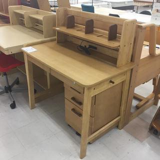 取りに来て頂ける方限定!光製作所の学習机のご紹介です!