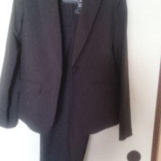 グレーのパンツスーツ7号サイズ