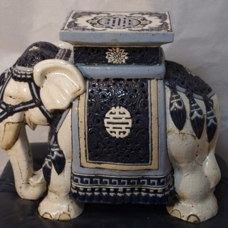 ★★★ 中華インド風の「象型の花台」  透かし彫り ★★★