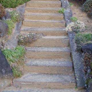 敷石で 階段