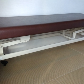 【美品】タカダ 整体・マッサージ用ベッド(昇降機能付き/TB-913)