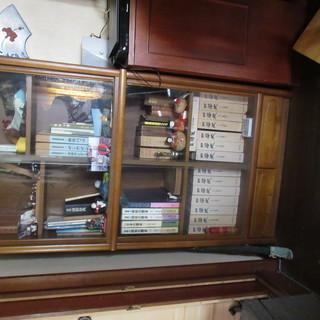 ガラス扉(引き戸)つき本棚 引き出しつき 無料