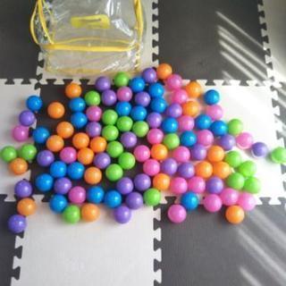交渉中ベビーキッズ カラーボール大量106個 入れ物付き ボールプール