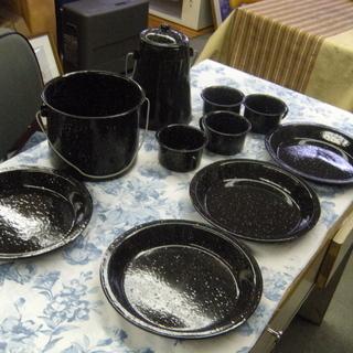 アウトドア なべ、ポット、皿4枚、カップ4ケ 中古美品