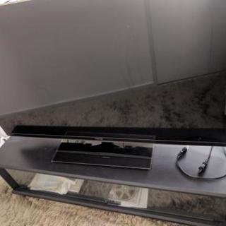 47型テレビとブルーレイレコーダーとテレビ台
