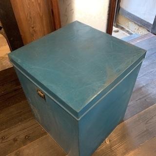 収納ボックス (ブリキ缶)