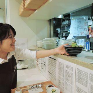 抹茶ドリンクが人気のくつろぎカフェstaff(ホール・キッチン)