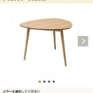人気の三角テーブル