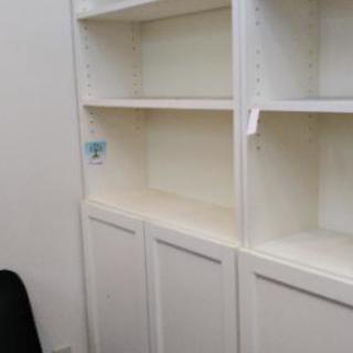 白い大きな棚