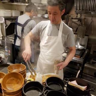 【社員】海外で活躍したシェフが出したバルのホール/キッチン