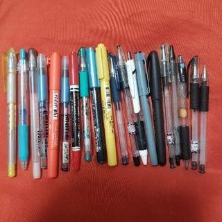 ボールペンや色ペンなど20本をセットにしてお譲りします!