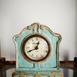 アンティーク調のかわいい置き時計