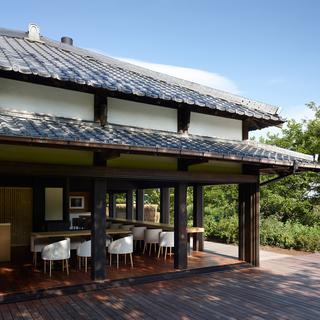 現代美術家による内装設計+築七十年古民家レストランでの創作料理調...